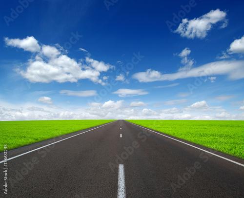 Fototapeta Asfaltowa droga samochodowa
