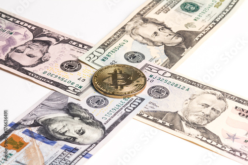 Photo  Gold bitcoin on the crosshairs of American dollars.