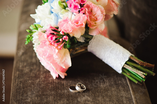 Zdjęcie XXL Szczegóły ślubne - obrączki ślubne