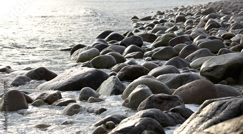 Poster Cote The coast, with stone boulders. Barents sea, Russia.