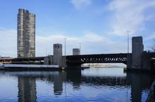 Lake Point Tower Condominium And Bridge