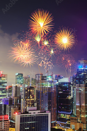 Photo  firework over cityscape of Singapore city at night