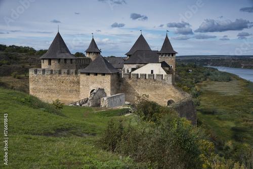 Plakat Średniowieczna twierdza w Chocimiu na Ukrainie