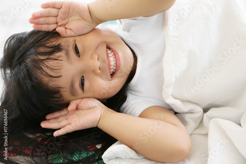 Photo  Asian children cute or kid girl sleep with open hand from eye for enjoy playing