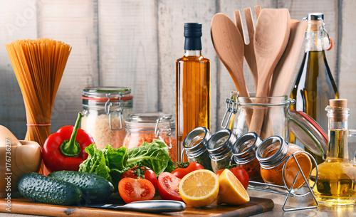 Plakat Kompozycja z różnorodnych produktów spożywczych i przyborów kuchennych