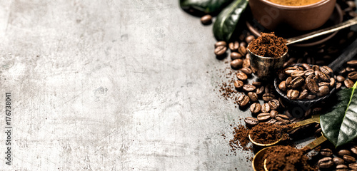 Poster Café en grains Composition of grained and whole coffee