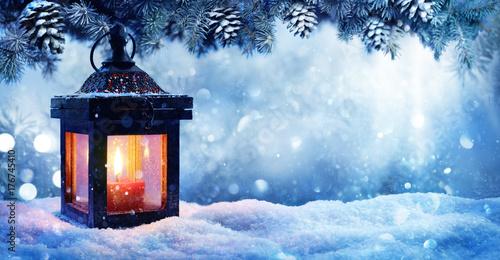 Zdjęcie XXL Bożenarodzeniowy lampion Na śniegu Z jodły gałąź W wieczór scenie