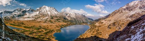 Obraz na płótnie Tatry, panorama doliny z jeziorami, upadek słoneczny dzień