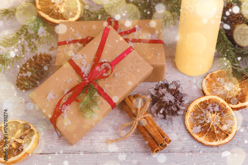 Tuinposter Kruiderij Christmas Background Green Decorative Fir Branches Presents Wooden Background