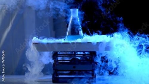 Fotografía Bottle and liquid nitrogen in a laboratory