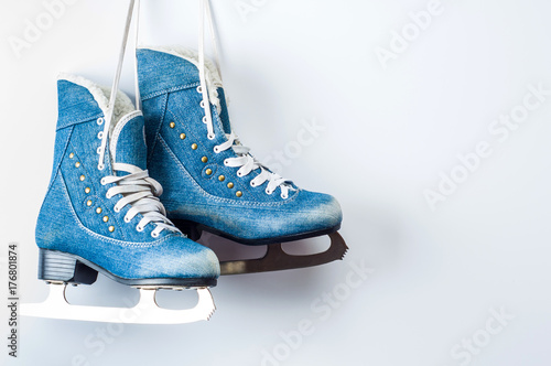 Fotografía  Old women's skates on a white background