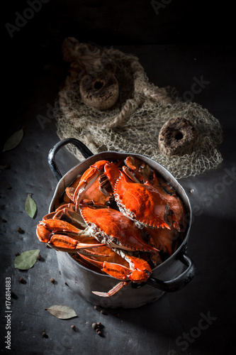 Fotobehang Schaaldieren Ingredients for tasty crab with allspice and bay leaf