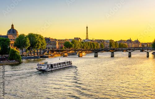 Poster Paris Sunset view of Eiffel tower, Pont des Arts and Seine river in Paris, France