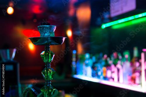 Obraz na plátně  cachimba con humo en local de fumadores