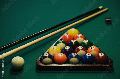 Canvas Print Playing billiard