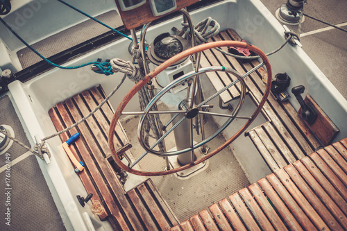 фотография Steering wheel on a yacht
