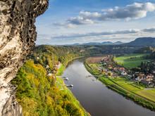 Blick Auf Das Elbufer In Rathen Elbsandsteingebirge