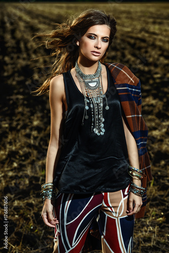 Poster Gypsy model in a field