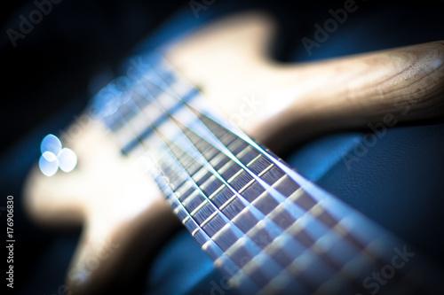 Plakat Pięć strun gitary basowej