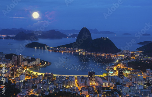 Photo  Night view of mountain Sugar Loaf and Botafogo in Rio de Janeiro