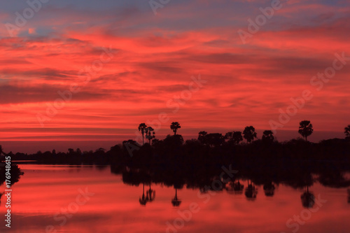 Spoed Foto op Canvas Bruin Sunset behind the pond.