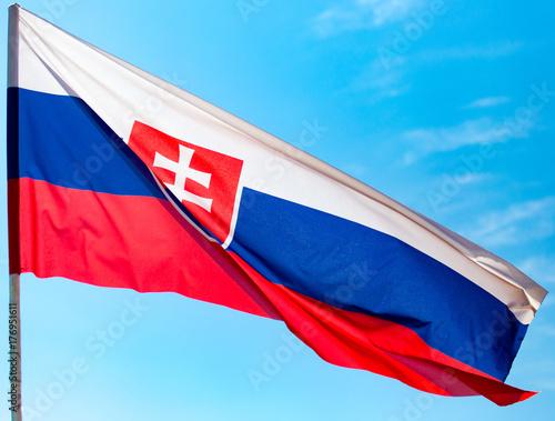 Plakat Flaga Słowacji przeciw błękitne niebo