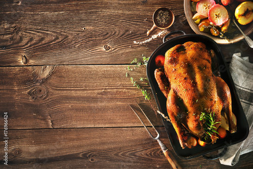 Obraz na płótnie Roast Christmas duck with apples