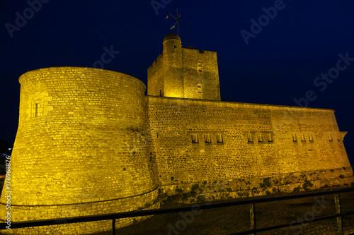 Fototapeta zamek nocą