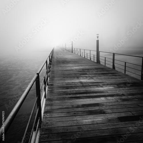 Zdjęcie XXL Mgła w Lizbonie, most Vasco de Gama