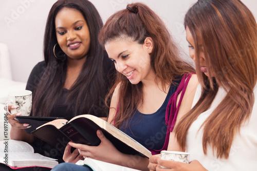 Fotografia  Womens Devotional Bible Study
