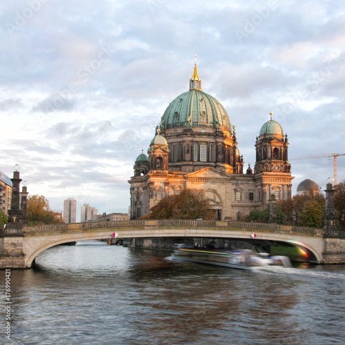 фотография  Berliner Dom (Berlin cathedral) over Spree river