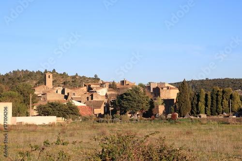 Zdjęcie XXL francuska wioska w Corbieres, Aude, Occitanie w południowej Francji