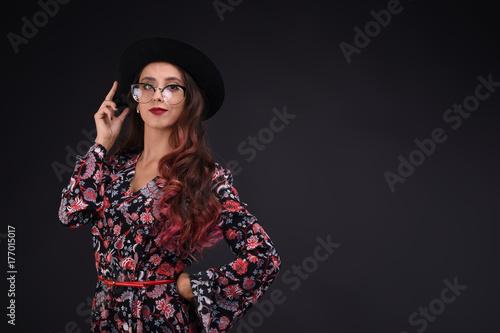 Fotografía  Girl with wavy pink hair