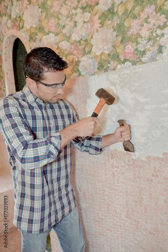 Valokuva  Chiselling away at the wall