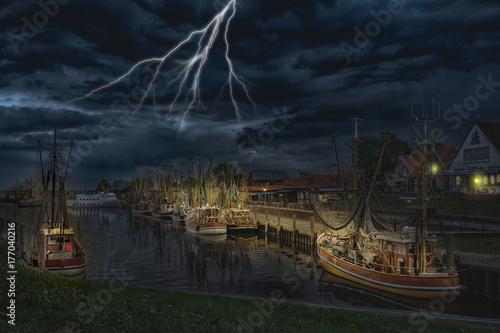 Plakat Port rybacki Greetsiel podczas burzy