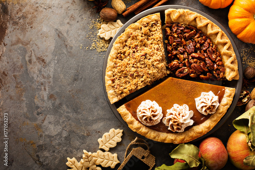 Valokuva  Fall traditional pies pumpkin, pecan and apple crumble