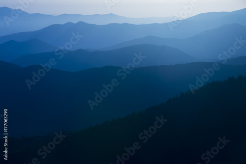 Poster Bleu nuit Blue Ridge Mountains Smoky Mountain National Park wide horizon landscape background layered hills and valleys