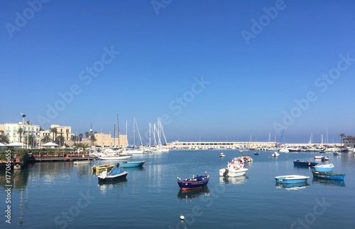 Photo  fishermen's harbor in Bari, Italy