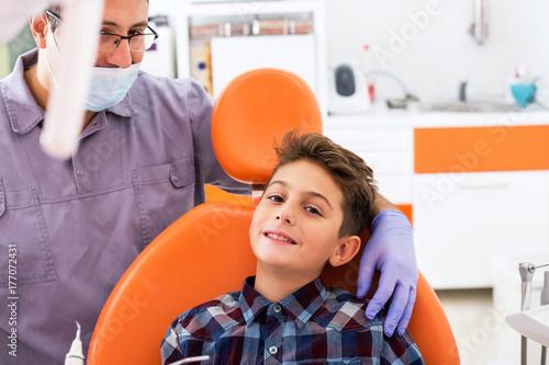 Plakat dentysta i dziecko
