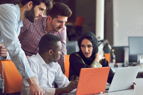 Multiracial contemporary business people working connected with technological de Canvas Print