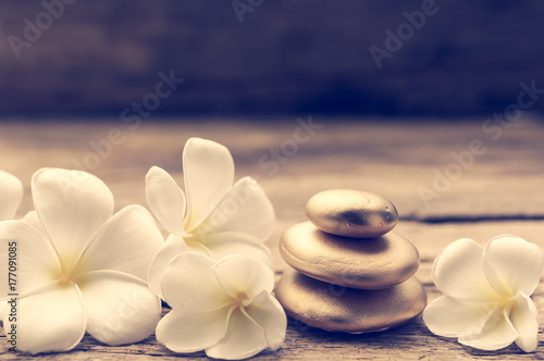 In de dag Zen Pile of zen stones and Frangipani flower isolated on white background