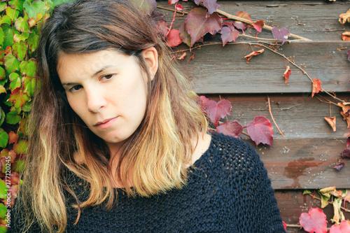 Fotografia  Primo piano di giovane donna  all'aperto