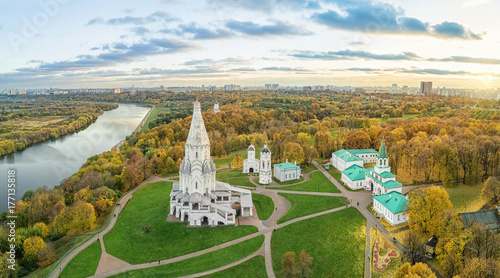 Poster Rivière de la forêt Church of the Ascension in Kolomenskoye park in autumn season (aerial view), Moscow, Russia