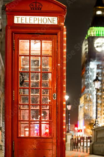 Deurstickers Illustratie Parijs Christmas decorated classic phone bos in Westminster, London