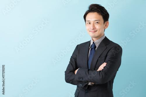ビジネスマン ブルーバックイメージ