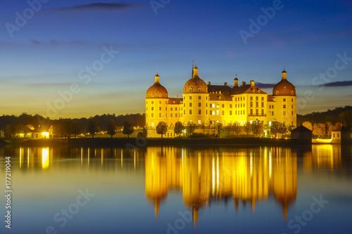 Fototapeta Zamek Moritzburg w nocnej iluminacji