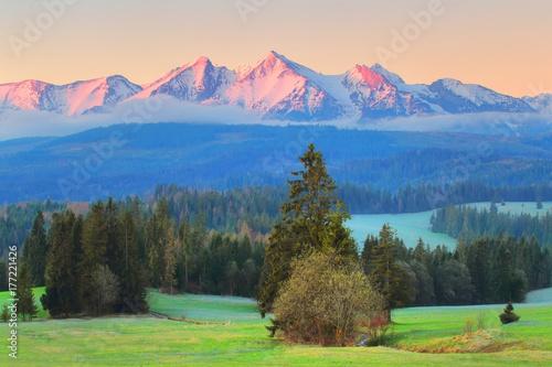 Plakat Słoneczny poranek krajobraz polskich gór