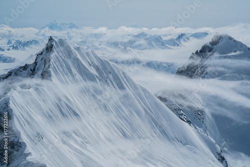 szczyty-gorskie-mgly