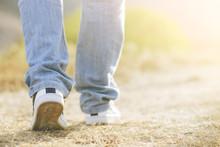 Hombre Caminando, Piernas De H...