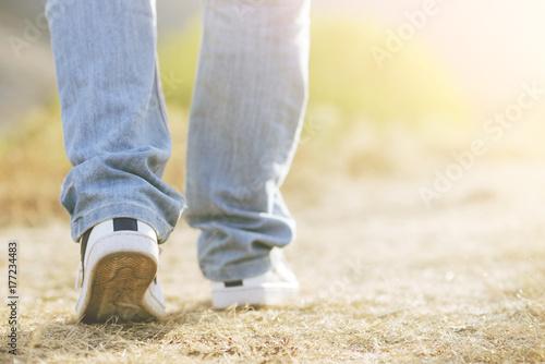 hombre caminando, piernas de hombre Canvas Print